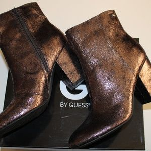 $100 G BY GUESS FRESHIE PEWTER FABRIC ANKLE BOOT